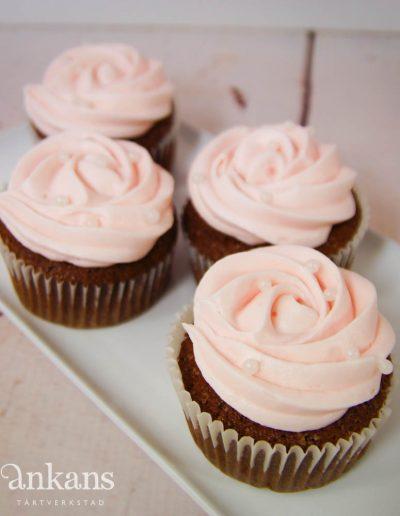 Cupcake med ros-sprits
