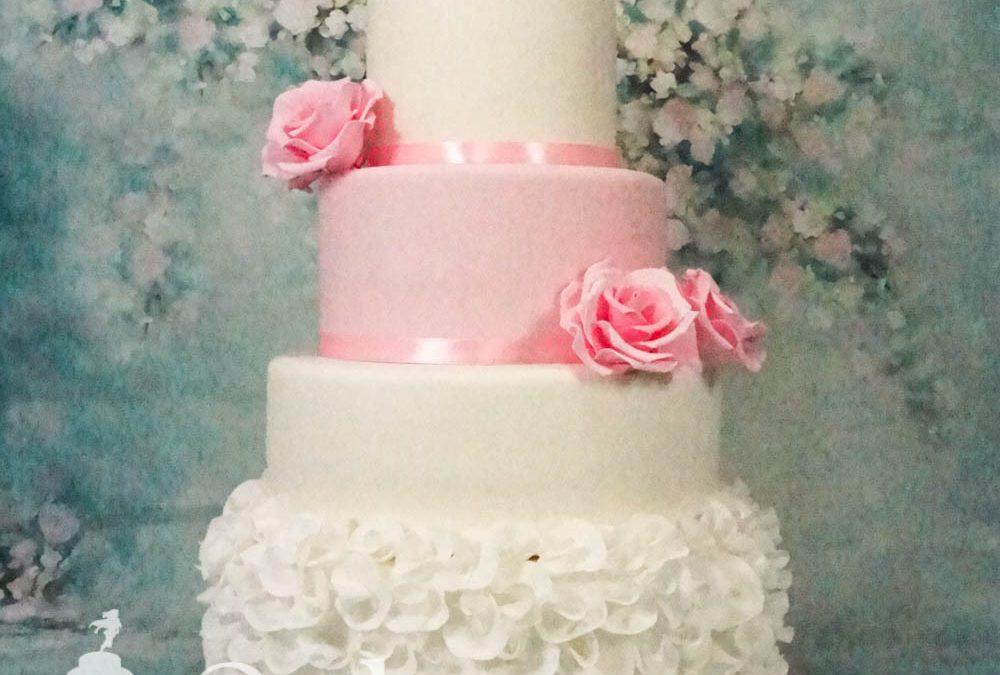 Bröllopstårta med ruffles