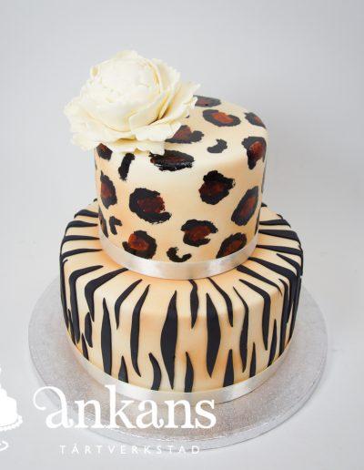leopard-zebra-tarta-med-beige-pion