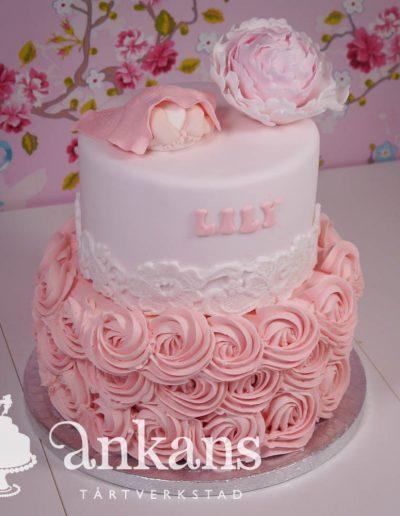 babyshower-tarta-med-spritsade-rosor