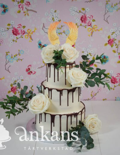 naked-weddingcake-with-chocolate-dripp