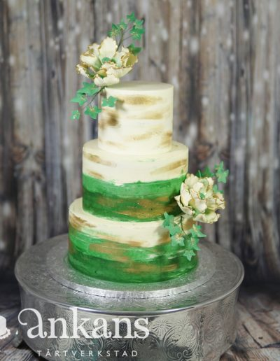 butter-cream-weddingcake-with-sugarflowers