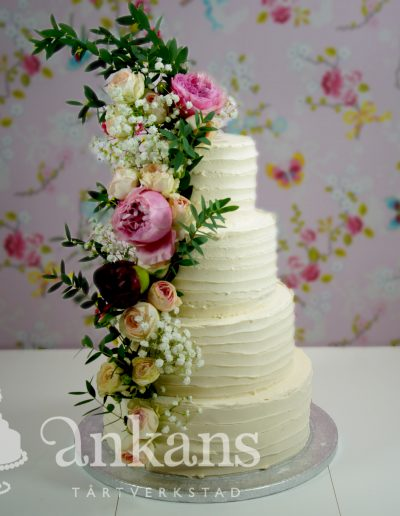 weddingcake with flowers